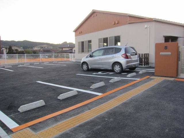 玄関の手前にある駐車場です。