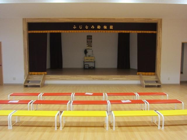 ホールです。立派なステージがあります(^^)